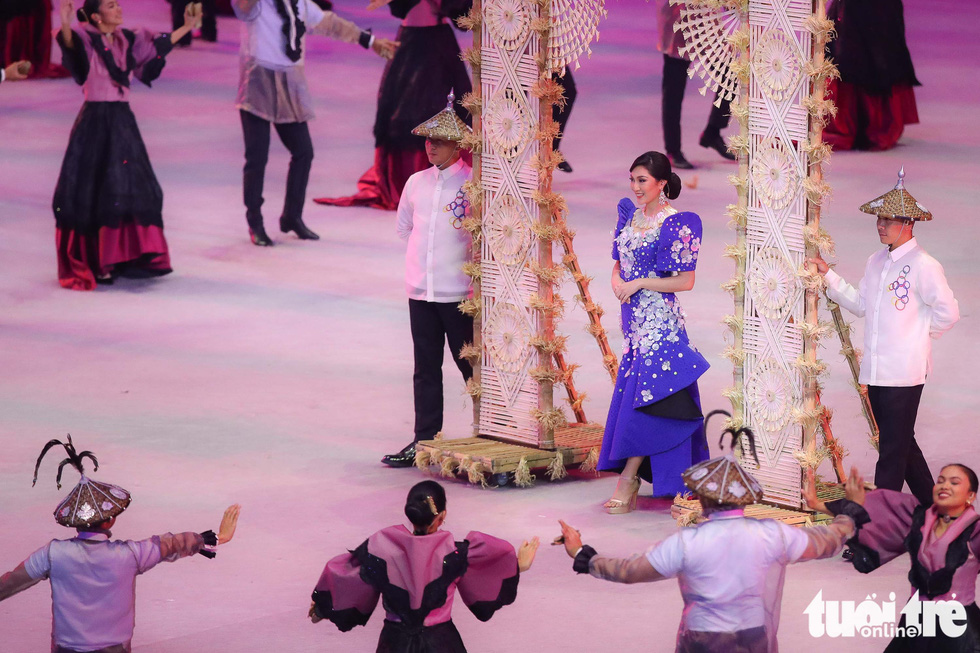 Dàn hoa hậu xinh đẹp, điểm nhấn của lễ khai mạc SEA Games 30 - Ảnh 5.