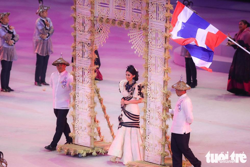 Dàn hoa hậu xinh đẹp, điểm nhấn của lễ khai mạc SEA Games 30 - Ảnh 3.