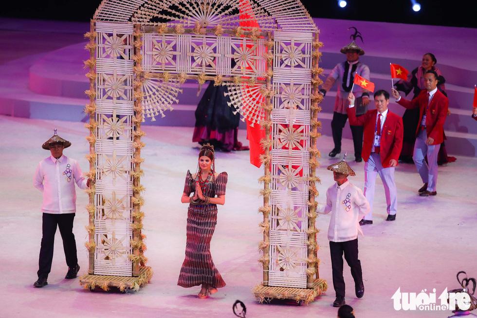Dàn hoa hậu xinh đẹp, điểm nhấn của lễ khai mạc SEA Games 30 - Ảnh 7.