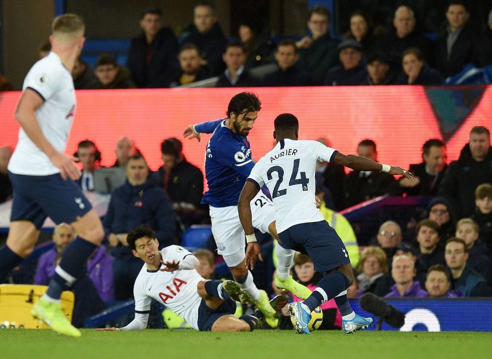 Son Heung Min khóc nức nở sau cú vào bóng khiến cầu thủ Everton gãy chân - Ảnh 3.