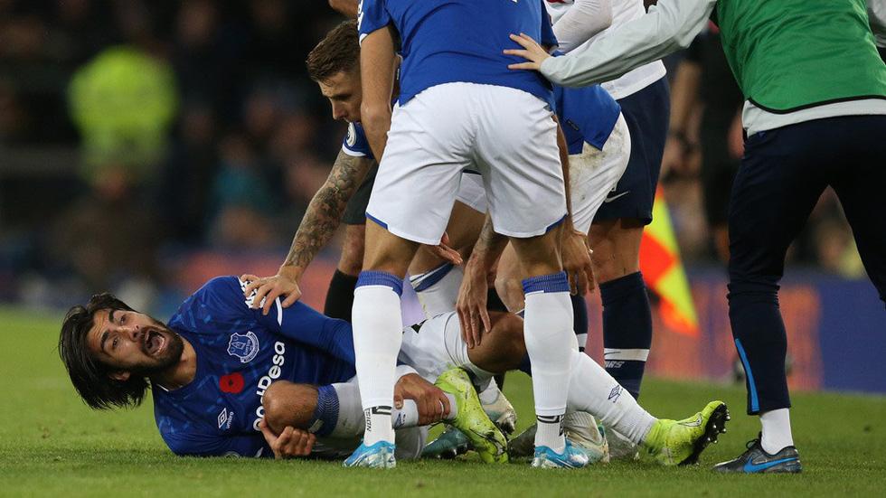 Son Heung Min khóc nức nở sau cú vào bóng khiến cầu thủ Everton gãy chân - Ảnh 6.