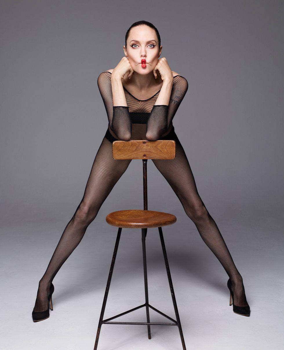 Angelina Jolie bất ngờ khỏa thân trên tạp chí Harpers Bazaar - Ảnh 3.