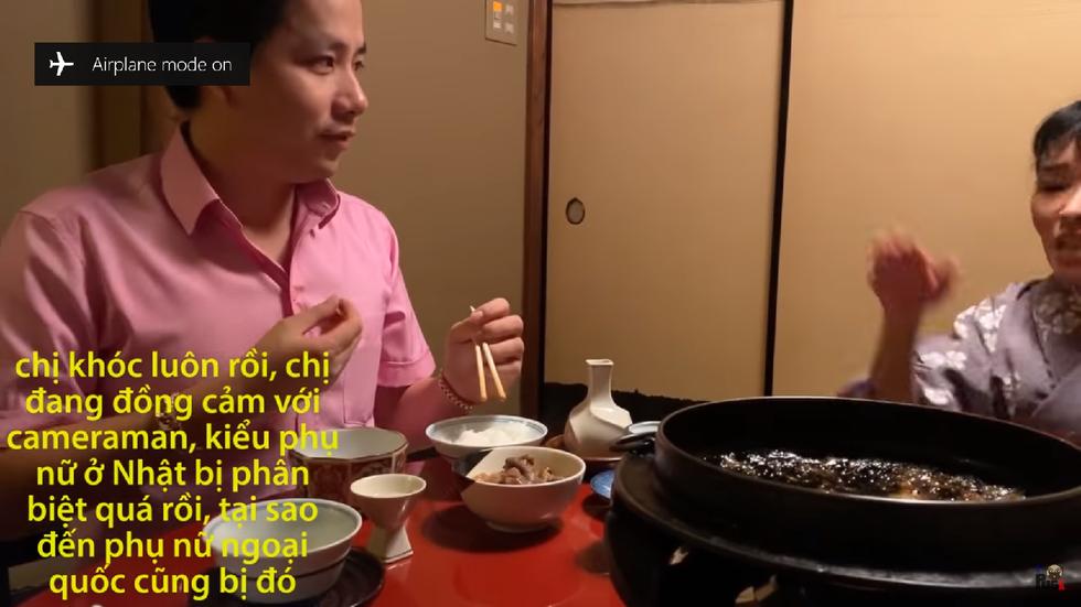 Vlog 'Phụ nữ Nhật quỳ khóc...' của  Khoa Pug: Trọc phú dốt nát - Ảnh 3.