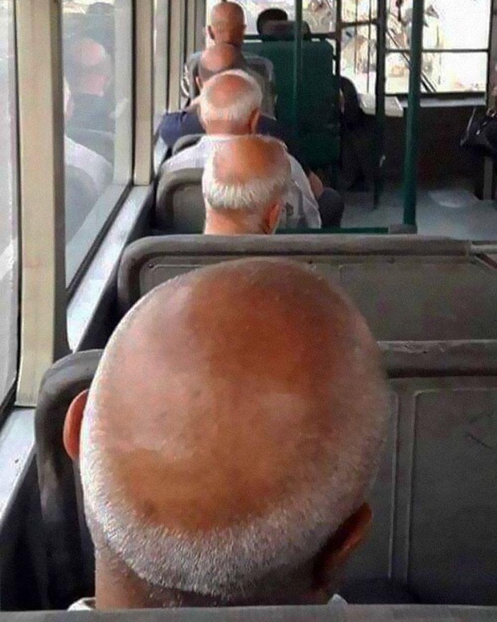 Những khoảnh khắc khó đỡ trên xe buýt, không thể nhịn cười - Ảnh 3.