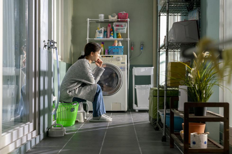 Kim Ji Young dậy sóng xã hội: Người phụ nữ trầm cảm sau sinh - Ảnh 8.