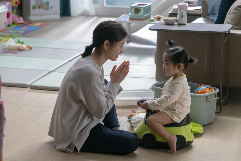 Kim Ji Young dậy sóng xã hội: Người phụ nữ trầm cảm sau sinh - Ảnh 4.
