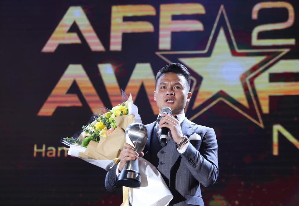 HLV Park Hang Seo, Quang Hải thắng Giải HLV và cầu thủ của năm tại AFF Awards 2019 - Ảnh 3.