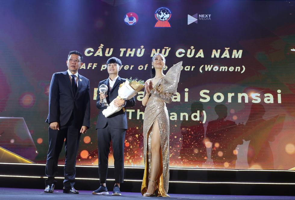HLV Park Hang Seo, Quang Hải thắng Giải HLV và cầu thủ của năm tại AFF Awards 2019 - Ảnh 5.