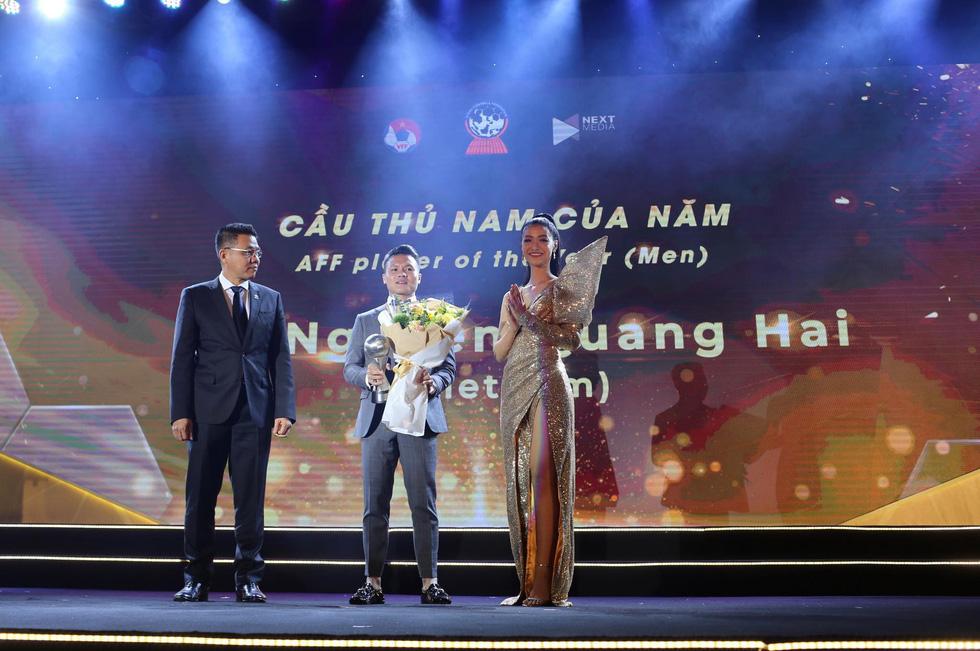 HLV Park Hang Seo, Quang Hải thắng Giải HLV và cầu thủ của năm tại AFF Awards 2019 - Ảnh 4.