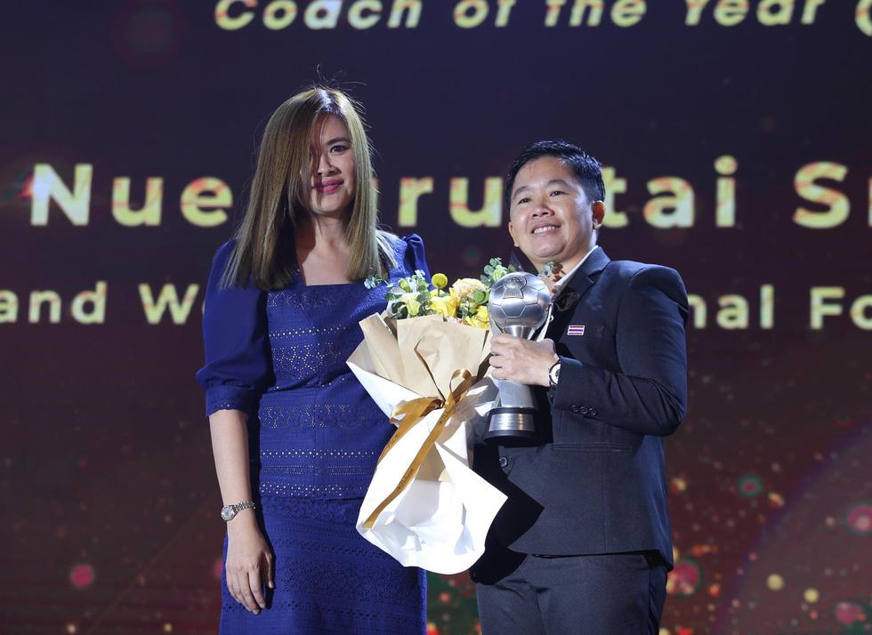 HLV Park Hang Seo, Quang Hải thắng Giải HLV và cầu thủ của năm tại AFF Awards 2019 - Ảnh 10.