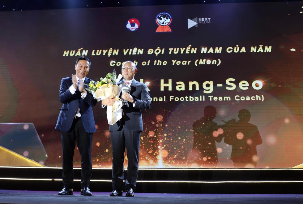 HLV Park Hang Seo, Quang Hải thắng Giải HLV và cầu thủ của năm tại AFF Awards 2019 - Ảnh 1.