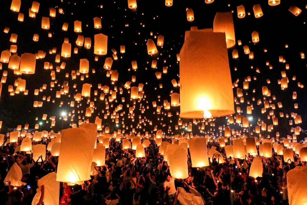 Lo máy bay vướng đèn trời, Thái Lan hủy hàng trăm chuyến bay - Ảnh 1.