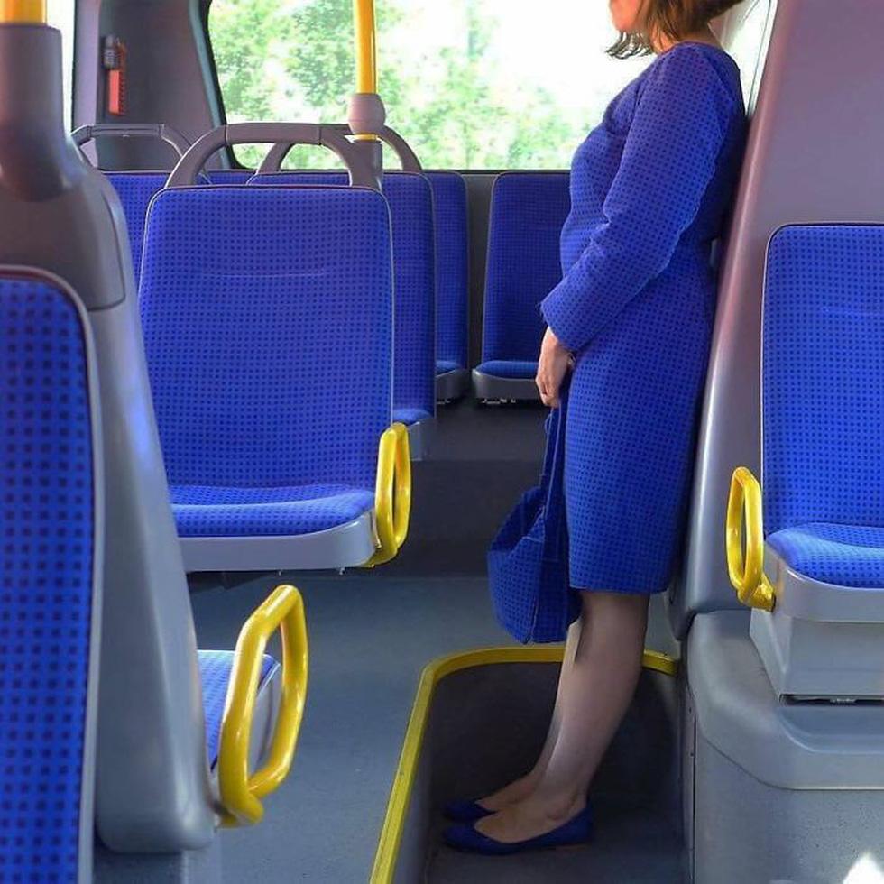 Những khoảnh khắc khó đỡ trên xe buýt, không thể nhịn cười - Ảnh 7.