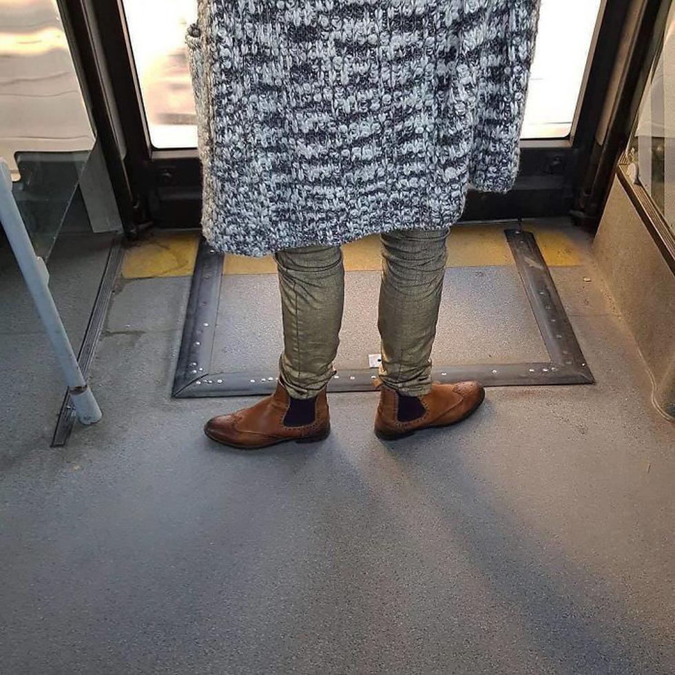 Những khoảnh khắc khó đỡ trên xe buýt, không thể nhịn cười - Ảnh 9.