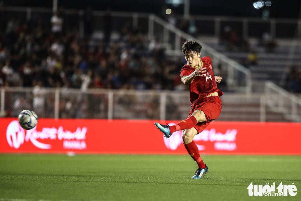 Những tình huống nghẹt thở trong trận thắng của U22 Việt Nam trước U22 Indonesia - Ảnh 1.