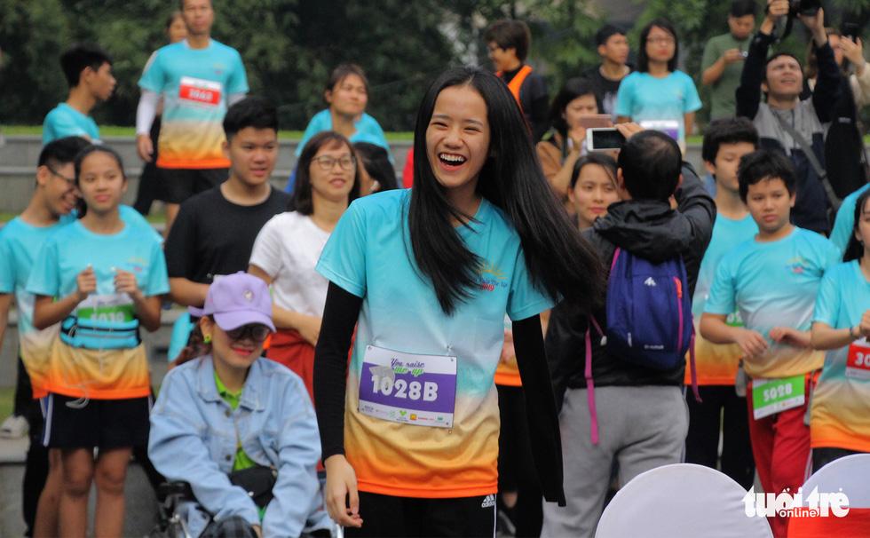 Ghép đôi chạy bộ với người khuyết tật để cùng về đích - Ảnh 9.