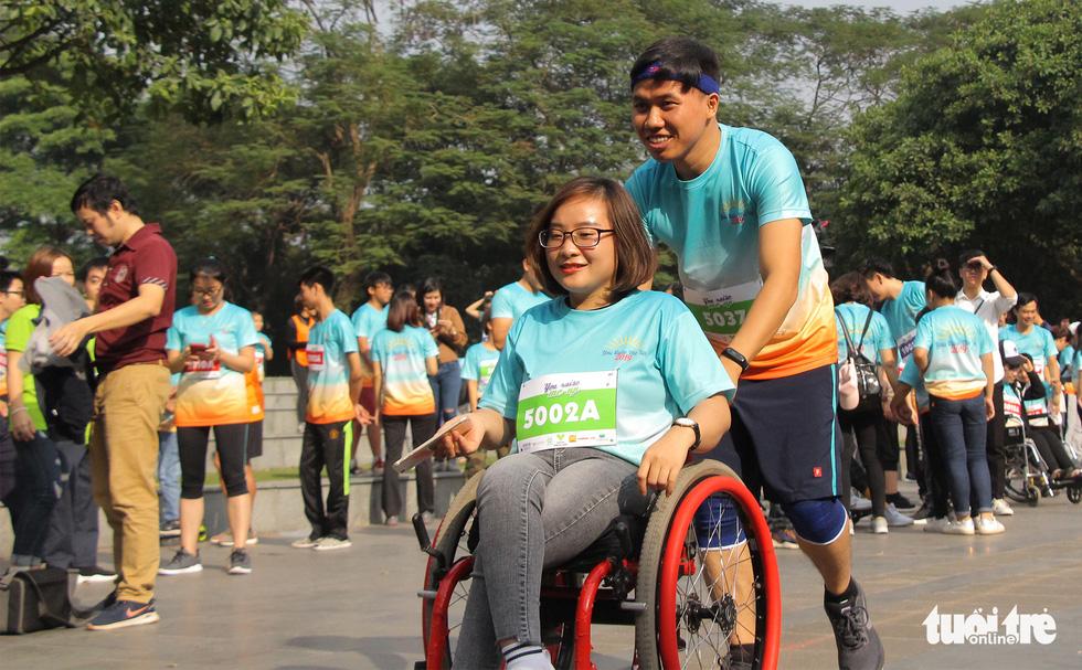 Ghép đôi chạy bộ với người khuyết tật để cùng về đích - Ảnh 3.