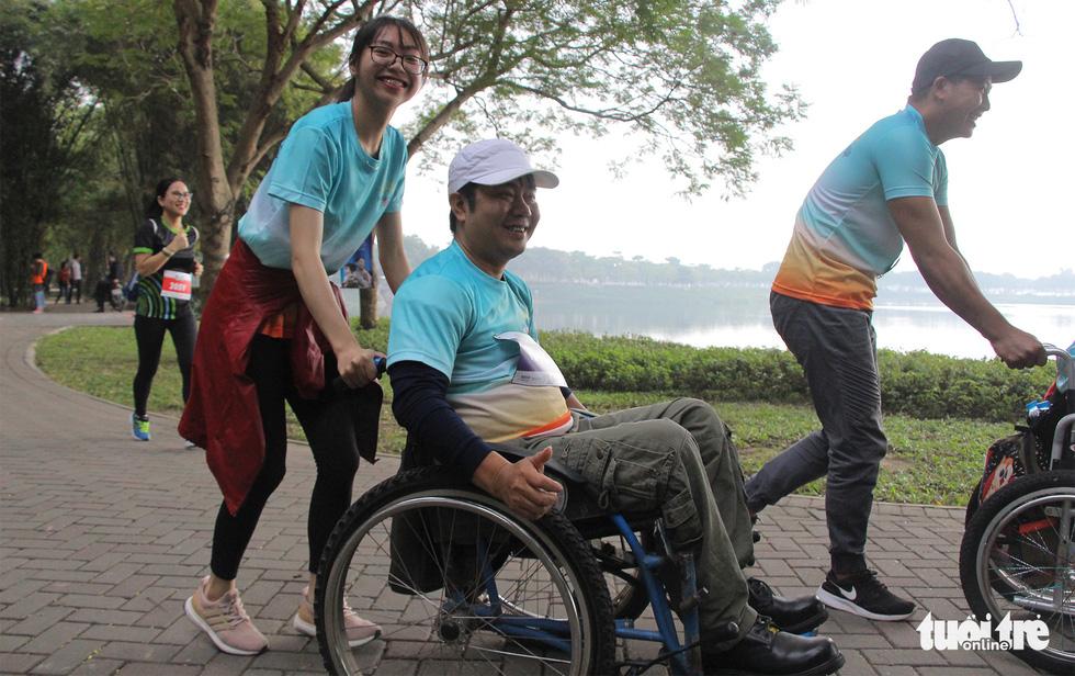 Ghép đôi chạy bộ với người khuyết tật để cùng về đích - Ảnh 5.