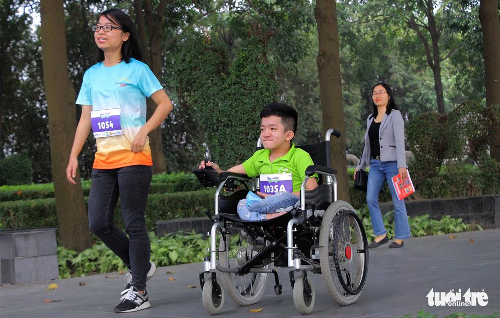 Ghép đôi chạy bộ với người khuyết tật để cùng về đích - Ảnh 8.