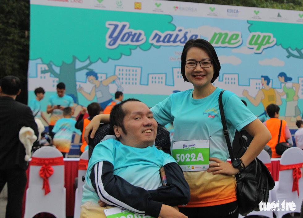 Ghép đôi chạy bộ với người khuyết tật để cùng về đích - Ảnh 11.