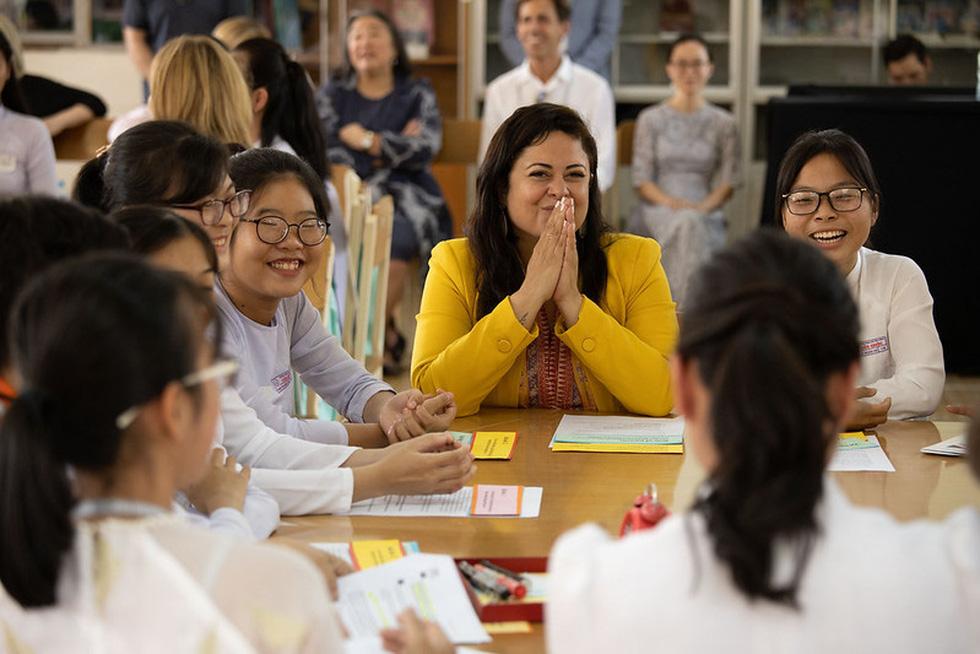 Bà Obama, Ngô Thanh Vân, Julia Roberts... cười hết cỡ ở Long An - Ảnh 11.