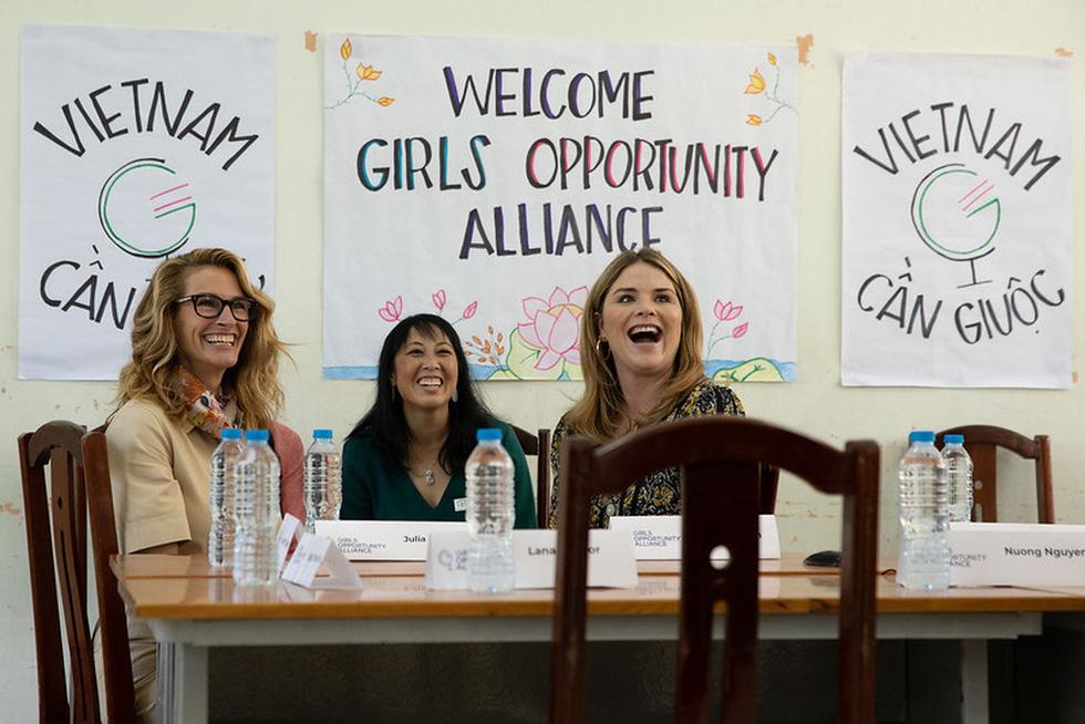 Bà Obama, Ngô Thanh Vân, Julia Roberts... cười hết cỡ ở Long An - Ảnh 10.