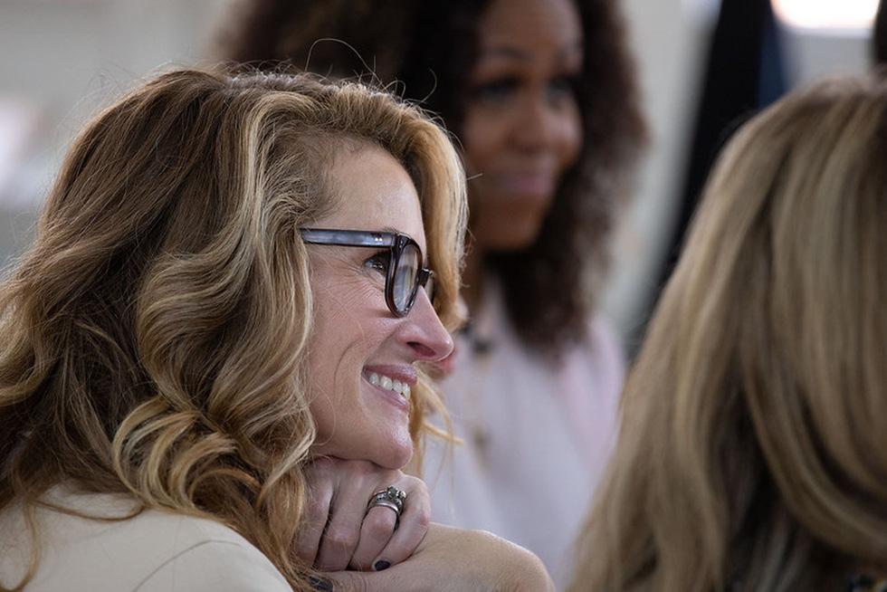 Bà Obama, Ngô Thanh Vân, Julia Roberts... cười hết cỡ ở Long An - Ảnh 13.