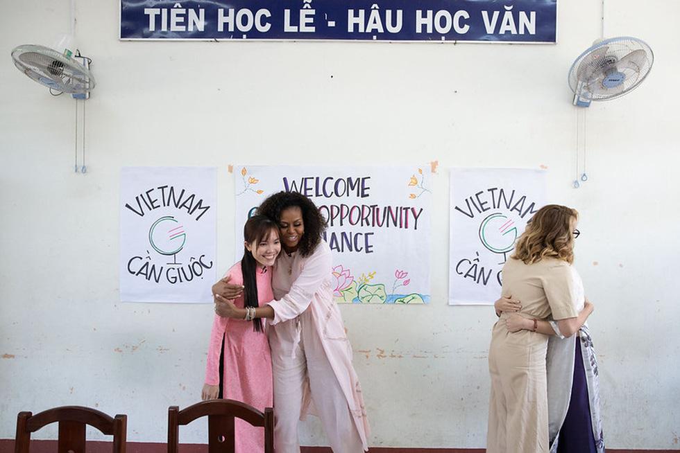 Bà Obama, Ngô Thanh Vân, Julia Roberts... cười hết cỡ ở Long An - Ảnh 12.