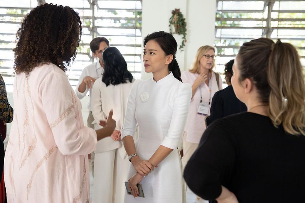 Bà Obama, Ngô Thanh Vân, Julia Roberts... cười hết cỡ ở Long An - Ảnh 14.