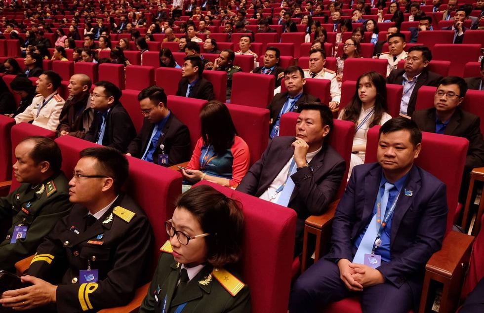 Thủ tướng Nguyễn Xuân Phúc: Sau chiến thắng bóng đá là ý chí cả dân tộc - Ảnh 2.