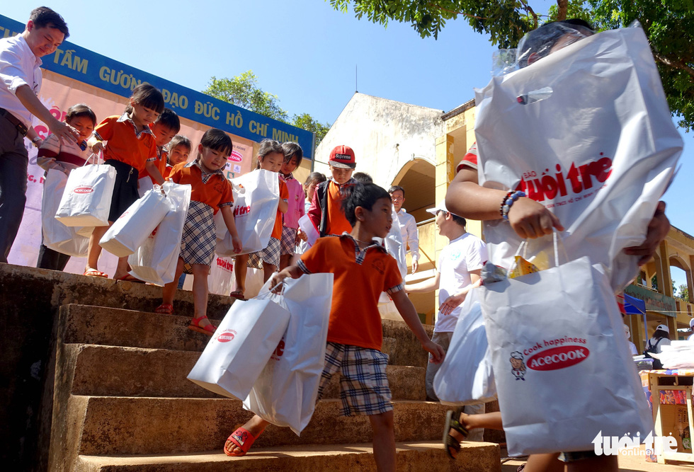 Đại tiệc phở cho trẻ em vùng sâu, hết sạch sành sanh hơn 1.000 suất - Ảnh 8.