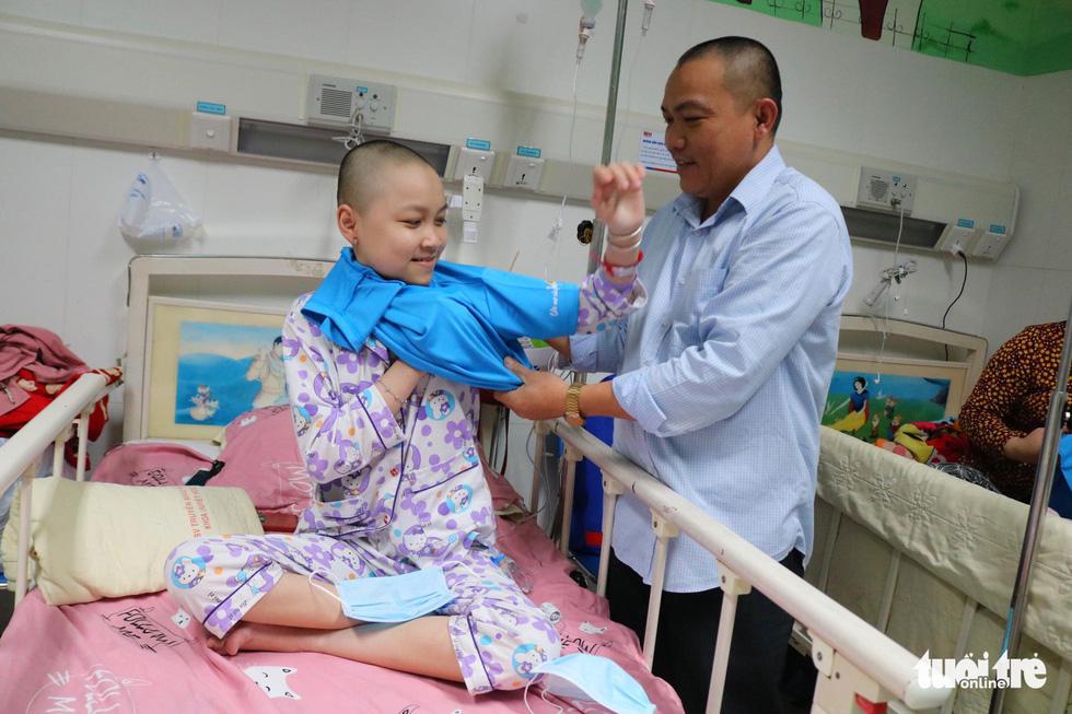 425 suất quà 'Ước mơ của Thúy' đến với bệnh nhi ung thư ở TP.HCM - Ảnh 10.