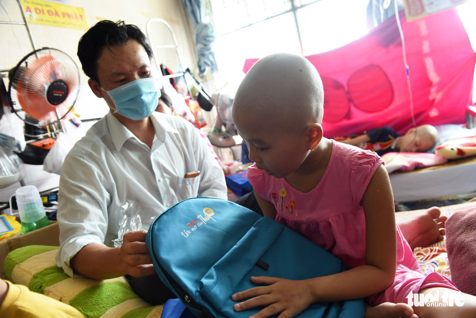 425 suất quà 'Ước mơ của Thúy' đến với bệnh nhi ung thư ở TP.HCM - Ảnh 6.