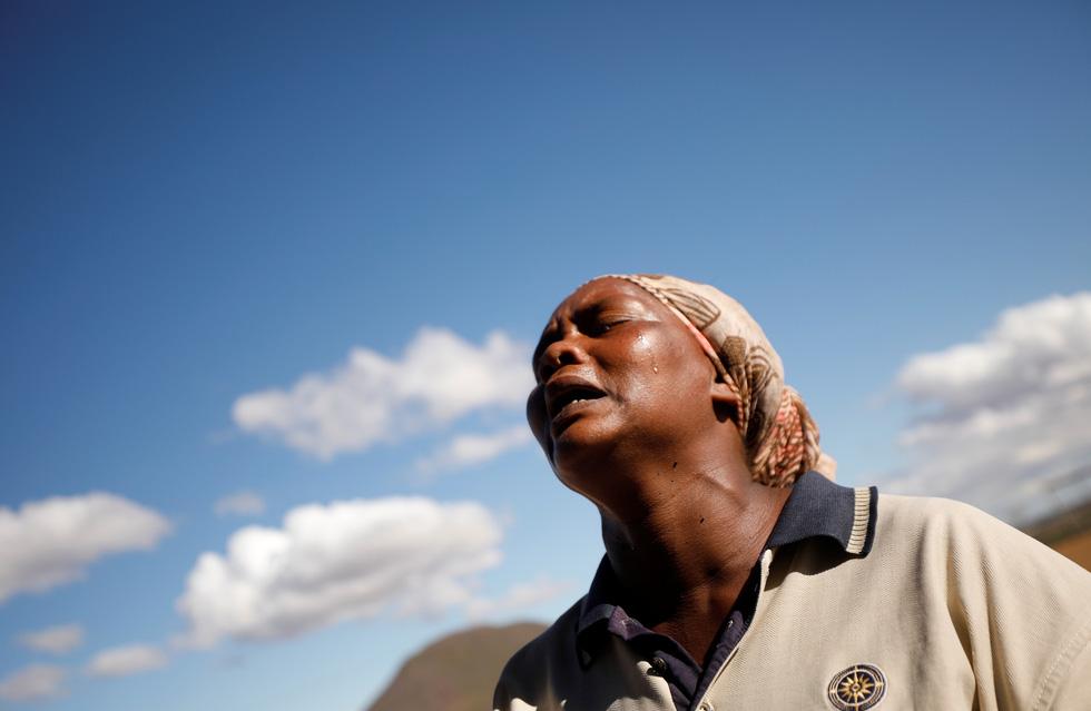 Nam châu Phi hạn hán kinh hoàng: cá chết khô, thác Victoria hùng vĩ cạn khô - Ảnh 7.