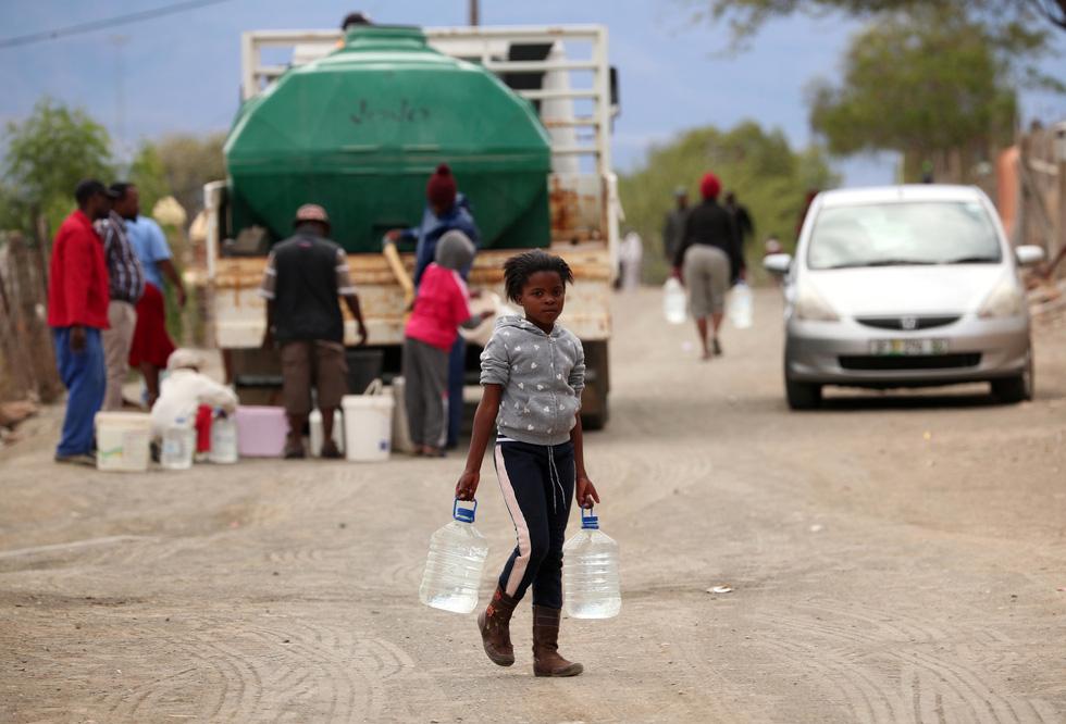 Nam châu Phi hạn hán kinh hoàng: cá chết khô, thác Victoria hùng vĩ cạn khô - Ảnh 6.