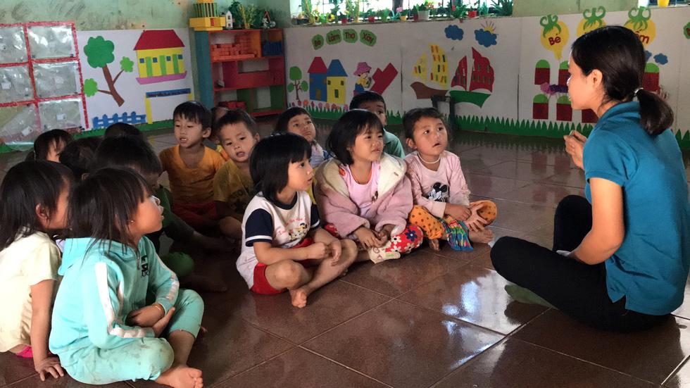 Sợ trò mất lớp đi lang thang, 8 cô giáo tình nguyện xin dạy không lương - Ảnh 1.