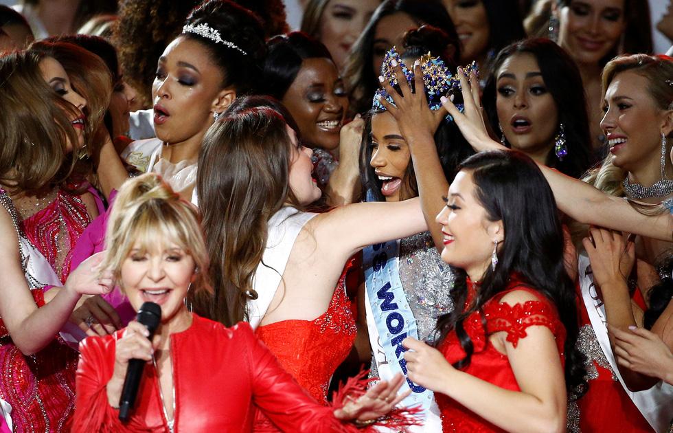 Miss World 2019 Toni-Ann Singh: Cô gái tài năng hết mực yêu thương mẹ - Ảnh 4.