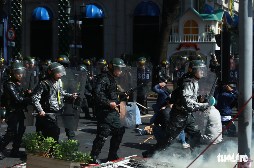 TP.HCM diễn tập xử lý các tình huống tụ tập biểu tình, bắt cóc, khủng bố - Ảnh 5.