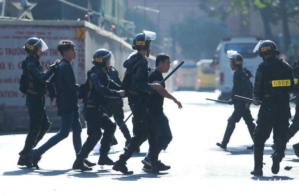TP.HCM diễn tập xử lý các tình huống tụ tập biểu tình, bắt cóc, khủng bố - Ảnh 6.