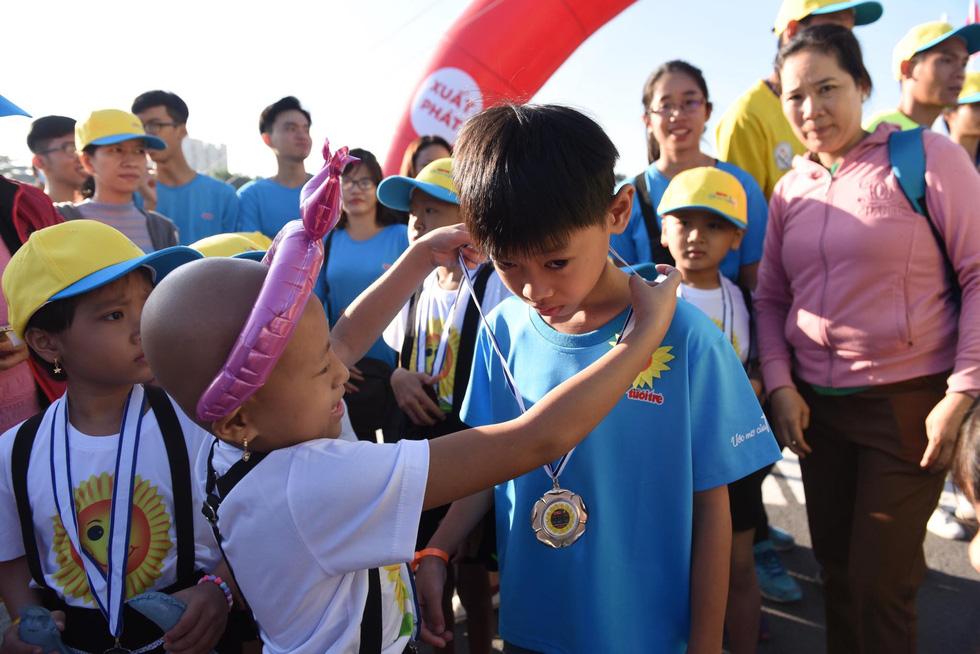 Hơn 1,5 tỉ đồng ủng hộ bệnh nhi ung thư tại Ngày hội Hoa hướng dương 2019 - Ảnh 10.