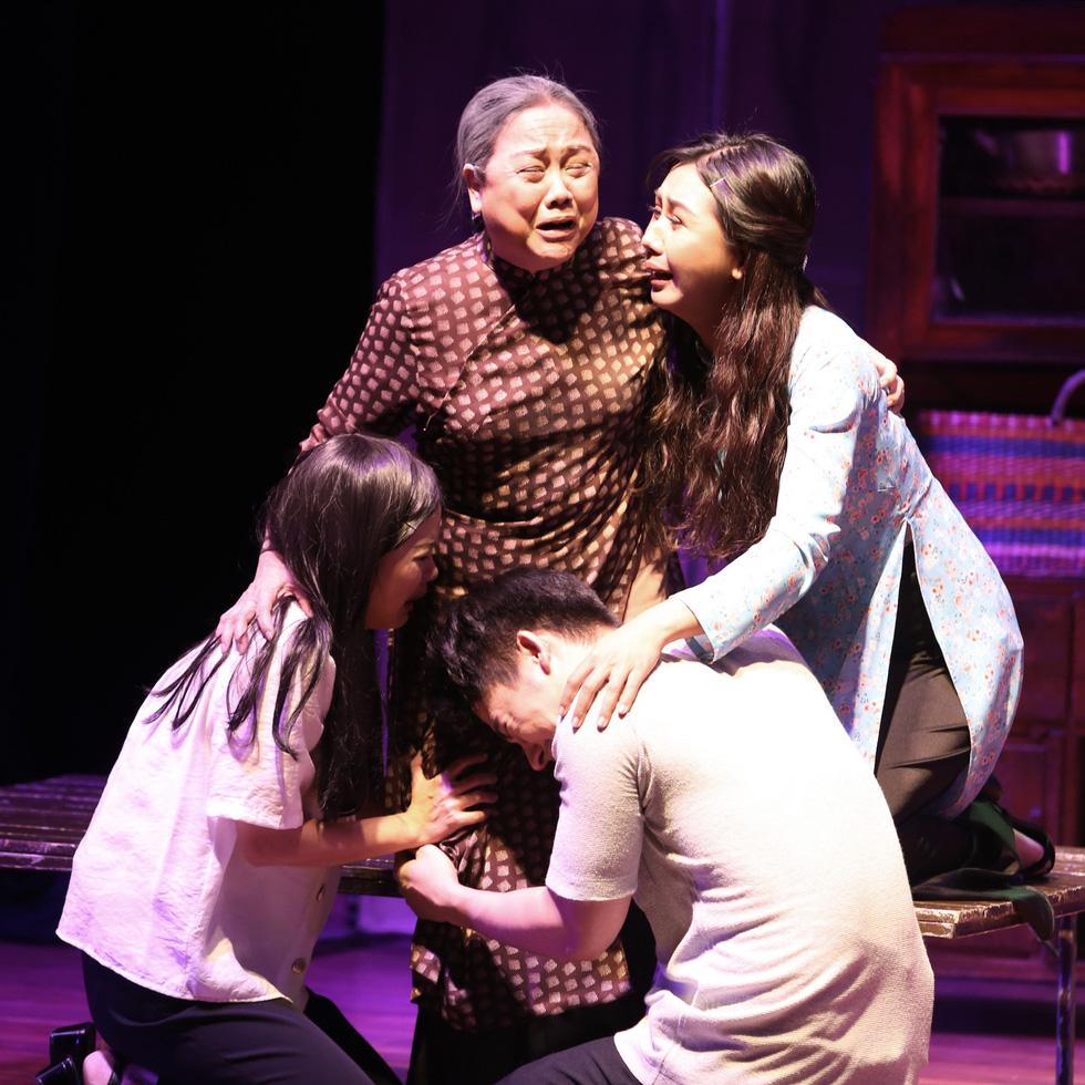 Sân khấu 2019: Khan kịch bản hay, khán giả giảm, sàn diễn thu hẹp - Ảnh 1.