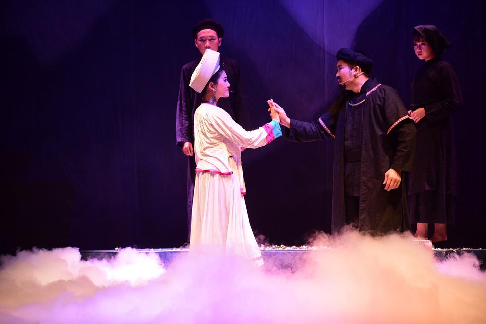 Sân khấu 2019: Khan kịch bản hay, khán giả giảm, sàn diễn thu hẹp - Ảnh 7.