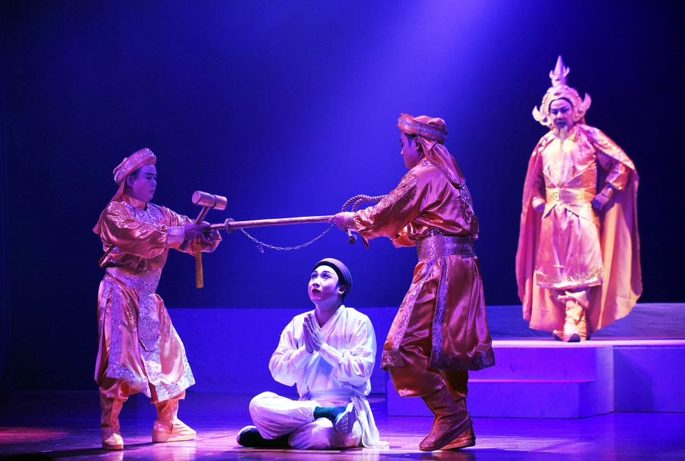Sân khấu 2019: Khan kịch bản hay, khán giả giảm, sàn diễn thu hẹp - Ảnh 9.