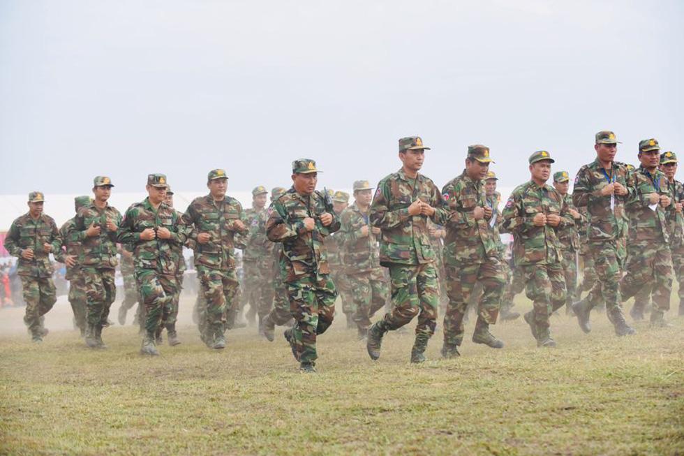 2.000 binh sĩ và người dân Việt Nam và Campuchia diễn tập cứu nạn tại biên giới - Ảnh 1.
