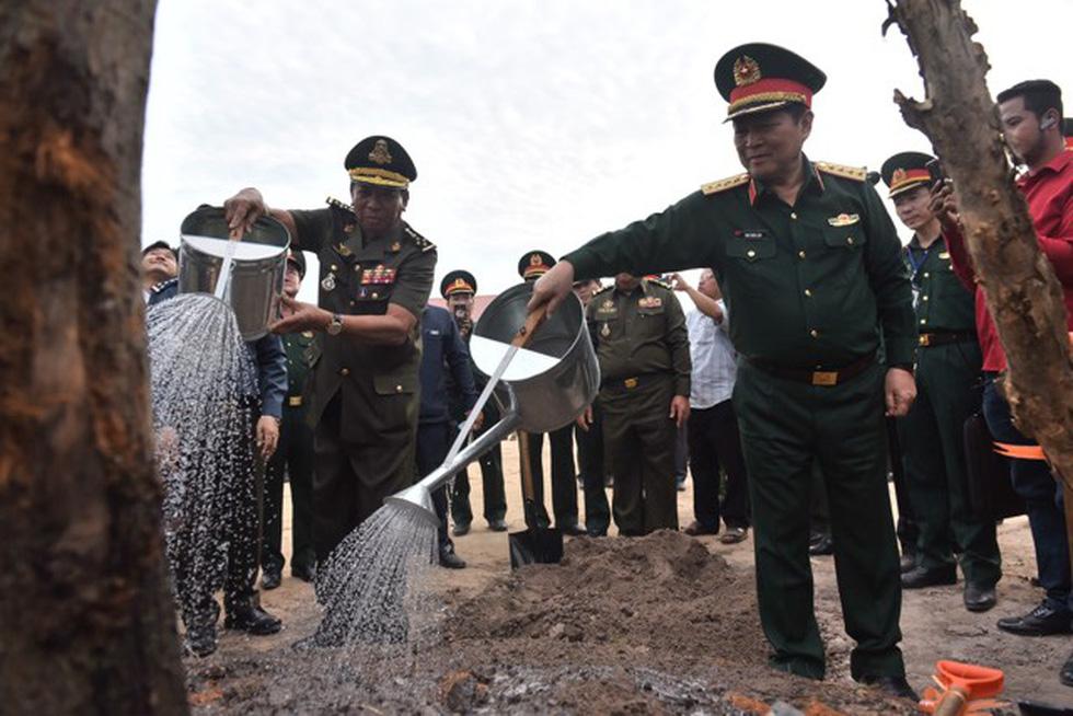 2.000 binh sĩ và người dân Việt Nam và Campuchia diễn tập cứu nạn tại biên giới - Ảnh 14.