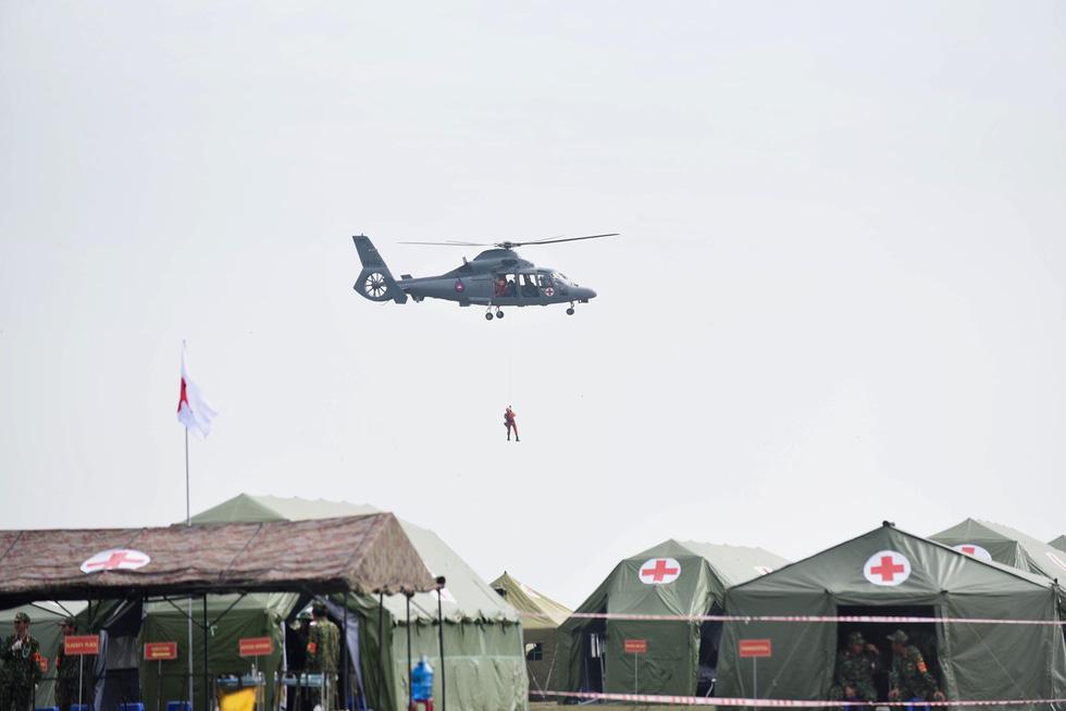 2.000 binh sĩ và người dân Việt Nam và Campuchia diễn tập cứu nạn tại biên giới - Ảnh 9.