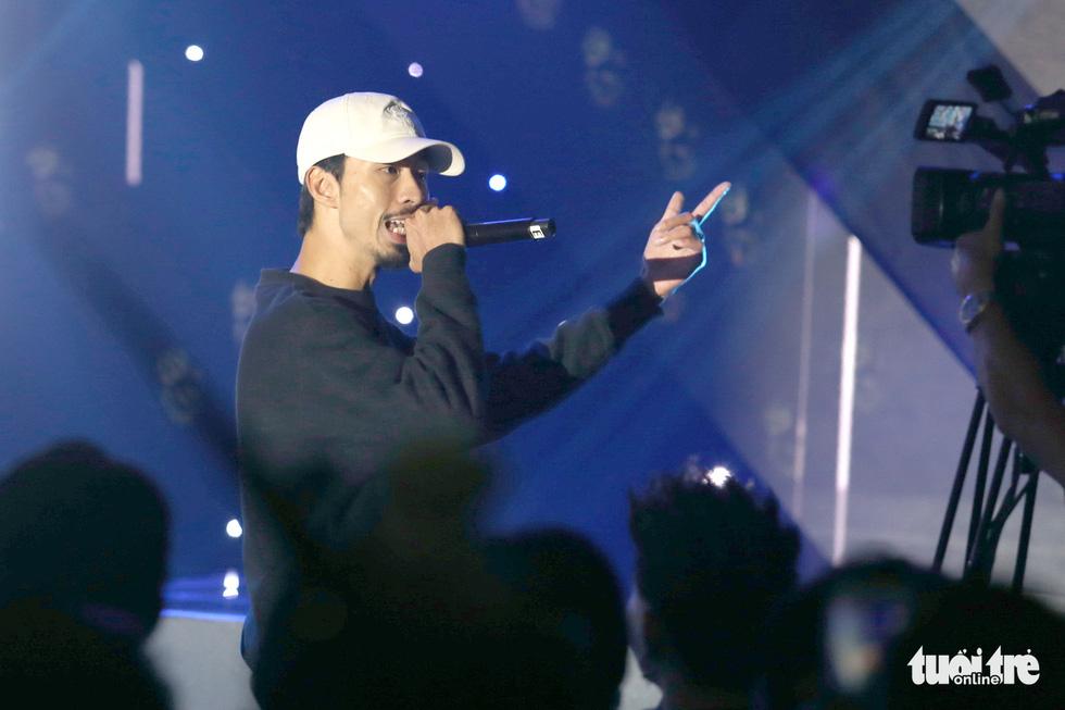 Đen Vâu: Thỏa giấc mơ đứng trên sân khấu, được rap trước hàng trăm ngàn người - Ảnh 6.