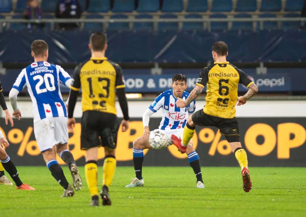 Văn Hậu hòa niềm vui cùng CĐV Hà Lan sau chiến thắng của Heerenveen - Ảnh 1.