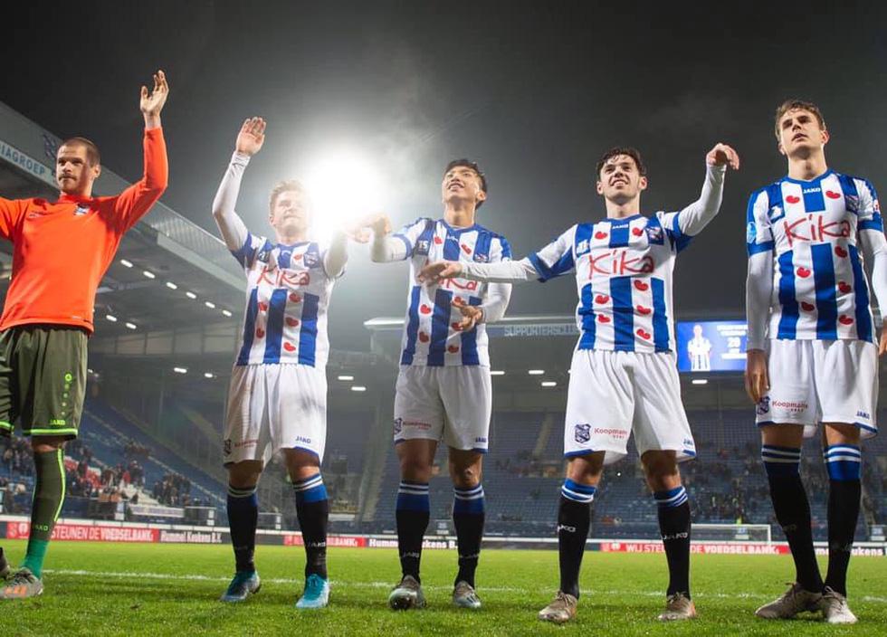 Văn Hậu hòa niềm vui cùng CĐV Hà Lan sau chiến thắng của Heerenveen - Ảnh 4.