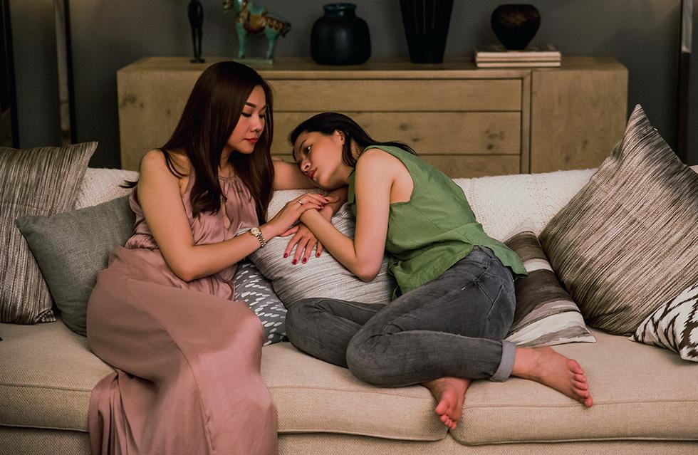 Chị chị em em: Phim giật gân và vỏ bọc dục tính - Ảnh 1.